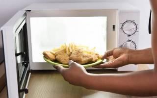 Какую посуду и продукты нельзя использовать в микроволновке